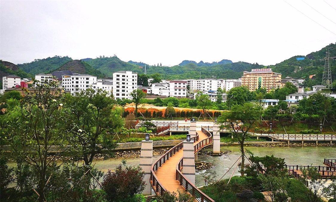 """贵州""""因祸得福""""的小镇,矿产枯竭后却成旅游名镇,气候也很宜人"""