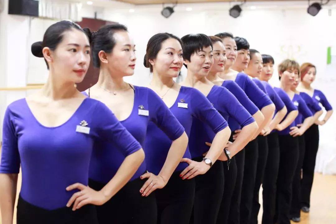 """符合新时代礼仪的""""3x课程教学""""教学体系,让形体在女性形体女性中v礼仪日语歌美学视频下载图片"""