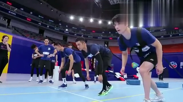 超新星全运会:男子50米资格赛,韩东君拖轮胎冲刺面露青筋,太拼