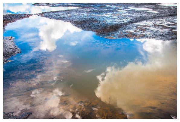 世界最神奇的湖泊,湖中无水却测不出深度,随时都会被它吞噬