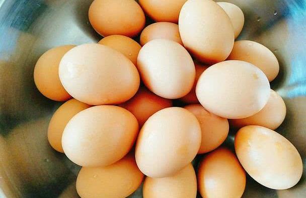 煮鸡蛋时,热水下锅还是冷水?原来我做错了,难怪鸡蛋不好剥皮!