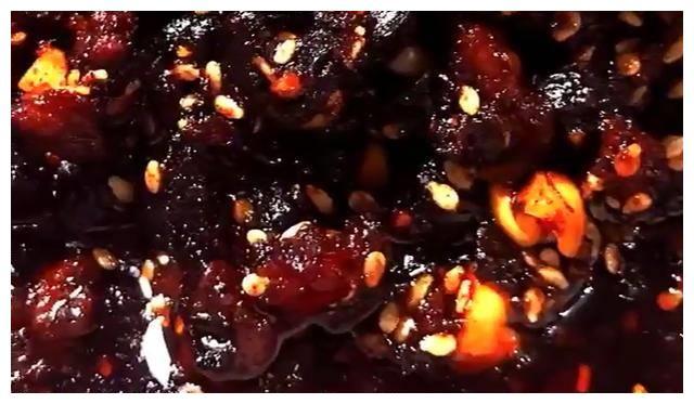 下饭神器来了:自制特色辣椒酱,香辣过瘾,比老干妈好吃多了