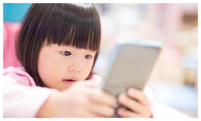 手机并不可怕,可怕的是家长用手机代替自己的陪伴,家长必读