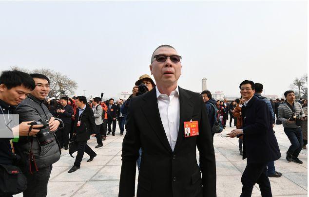 全国政协委员冯小刚冯远征等现身2019两会,姚明身高太瞩目