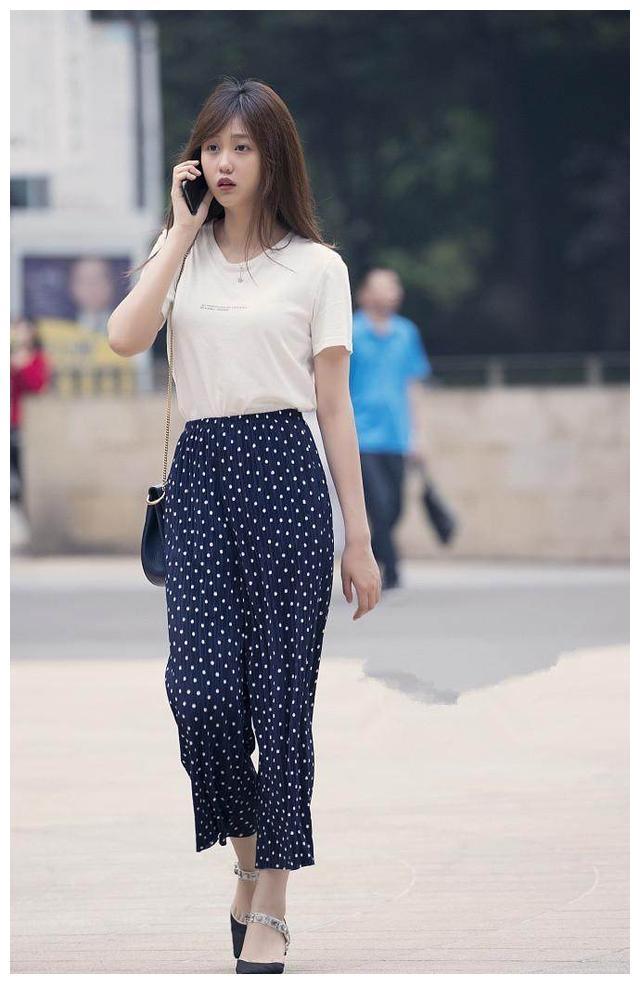街拍:东莞真是一个好地方,到处都是颜值高身材好的美女小姐姐!