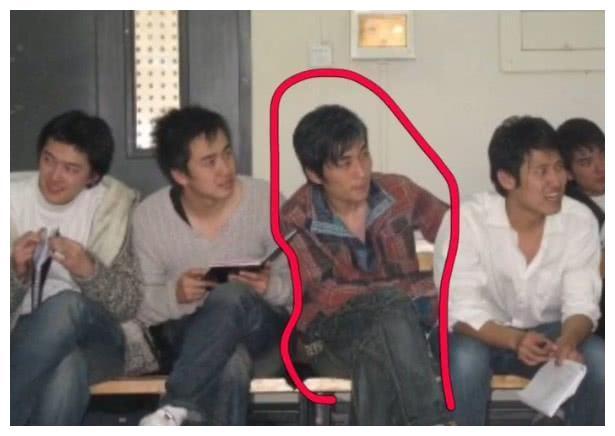 朱一龙: 我上学是没人追, 看到大学时的照片, 网友: 换我也不追!