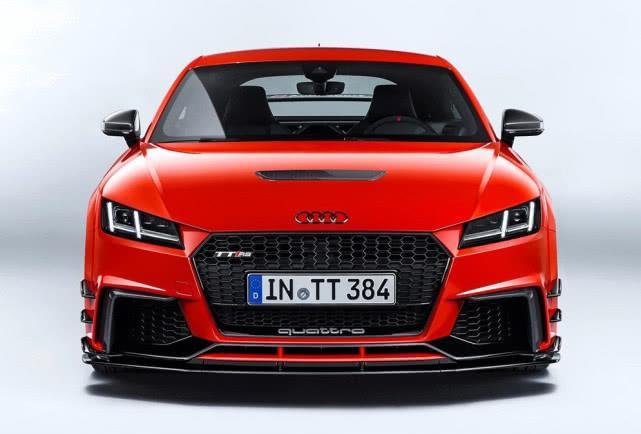 奥迪这款跑车搭载2.5T直列5缸发动机,售价76.98万元