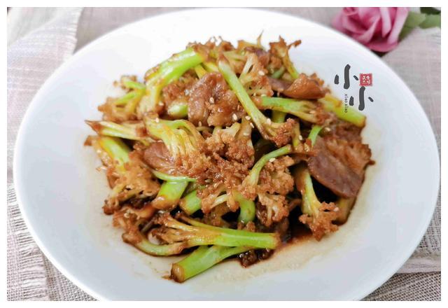 做干锅菜花,直接下锅炒大错特错!多加1步,菜花脆嫩入味更下饭