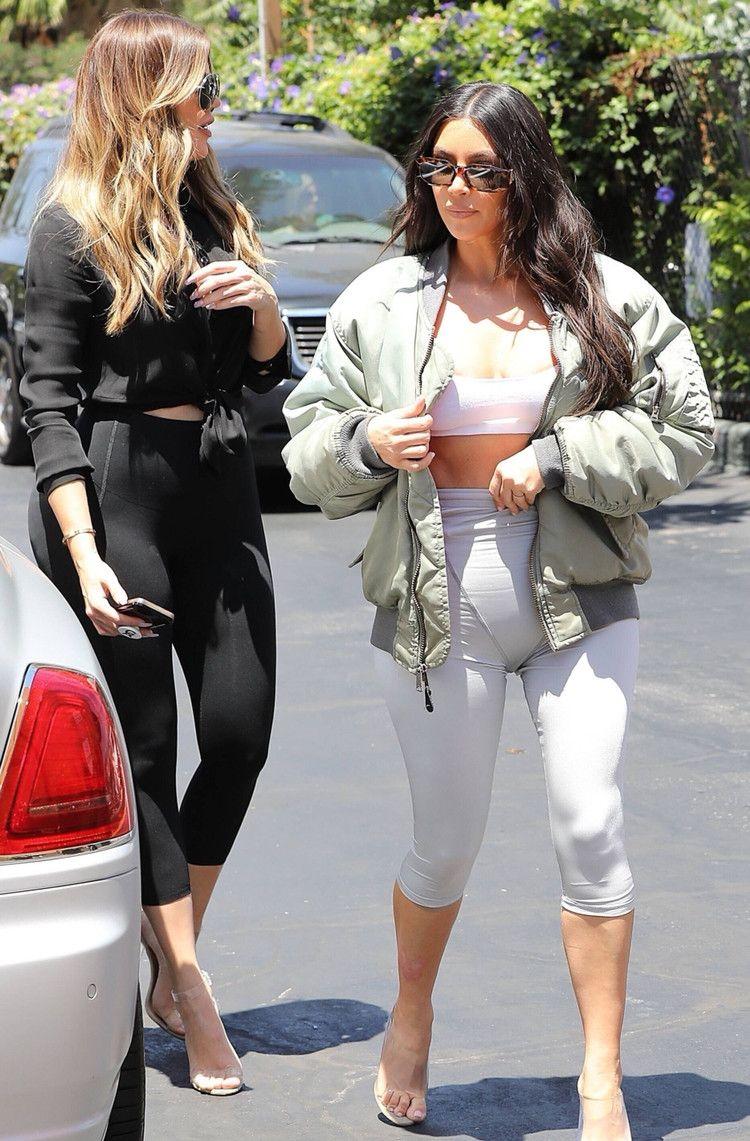 金卡戴珊与妹妹科勒卡戴珊一起出街,网友:妹妹还挺好看