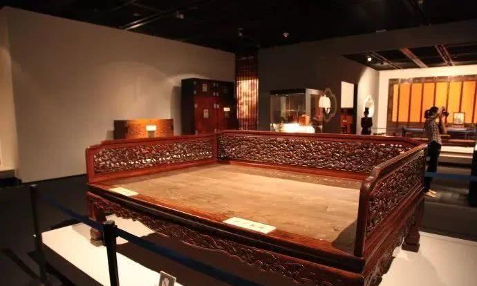 一张罗汉床,坐出中国人的仪式感