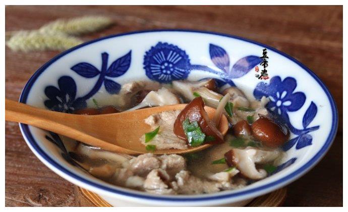 晒晒我老公做的汤,简单两种食材,好喝极了,网友:我想要这老公
