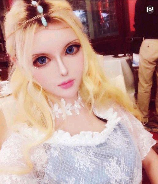 她自称中国第一芭比娃娃,卸妆后依旧很美?网友:驾驭不了!