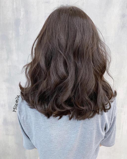 女神都喜欢的不老气卷发,这样的烫发最减龄,还很好打理