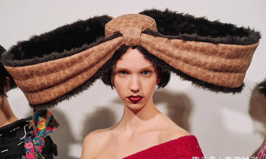 伦敦时装周也玩高逼格,这些流光溢彩的设计,堪比高级定制!