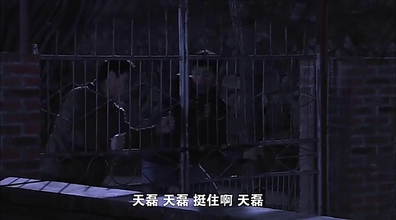 天磊偷喝农药想不开一事,在葫芦屯引起了一场不小的风波