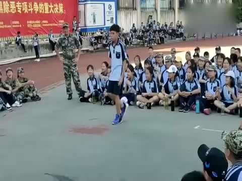 军训的斗舞环节舞蹈battle太好看了小哥哥是个戏精啊