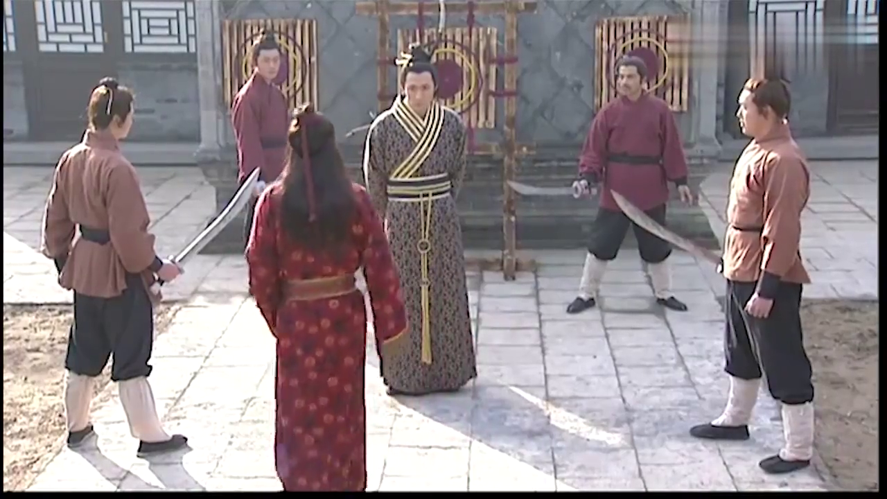 小霸王让人围攻西门庆,谁知西门庆功夫不比武松差,反被修理!