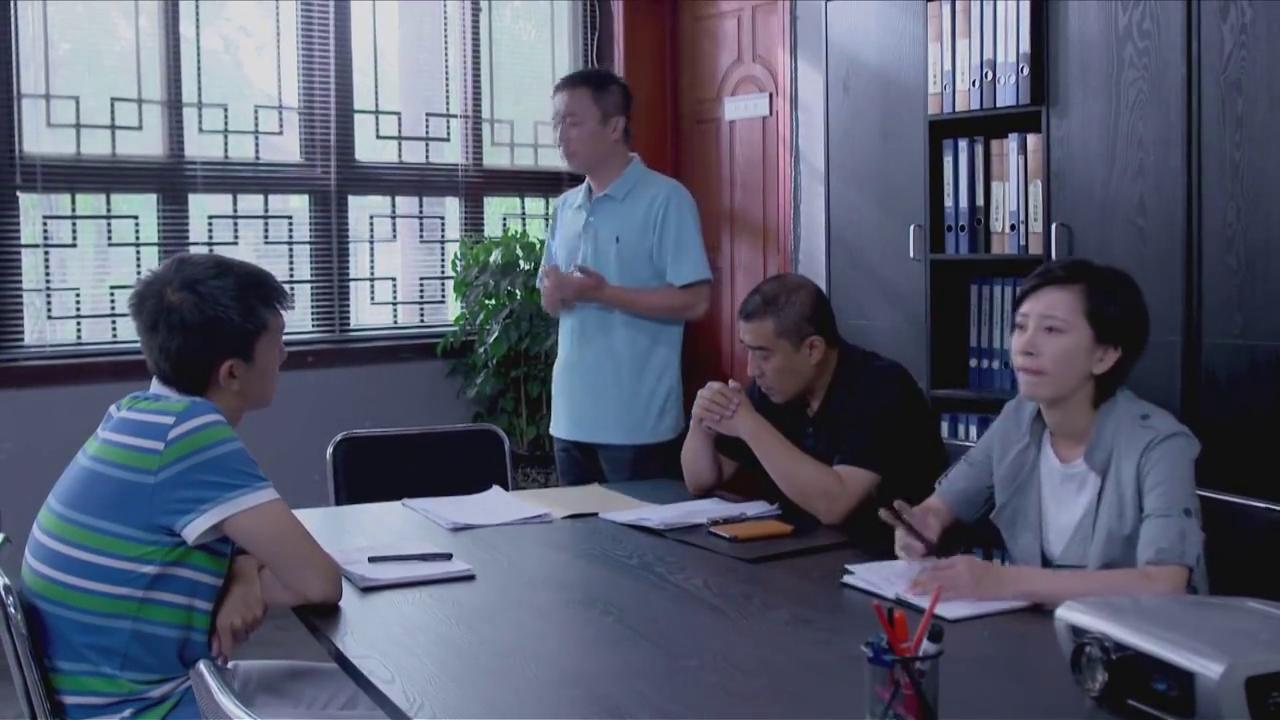警方怀疑姜囡母亲和郑旭东都有问题,许飞怀疑姜囡可能遇害。