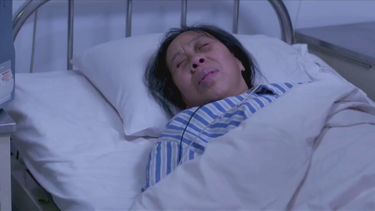 邱波与姐姐通话,母亲一直叫着自己的名字,父亲去世的消息。
