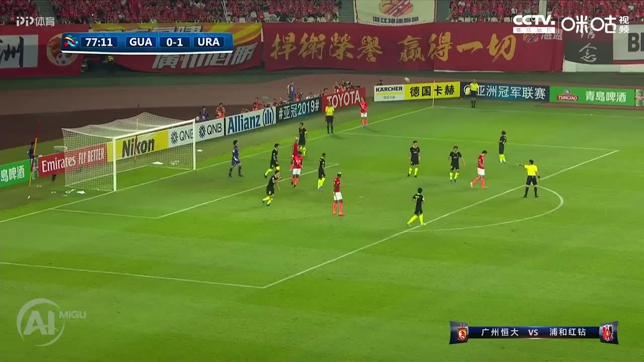 冯博轩右路拿球回传到禁区中路,郜林跟进凌空抽射,可惜打高了