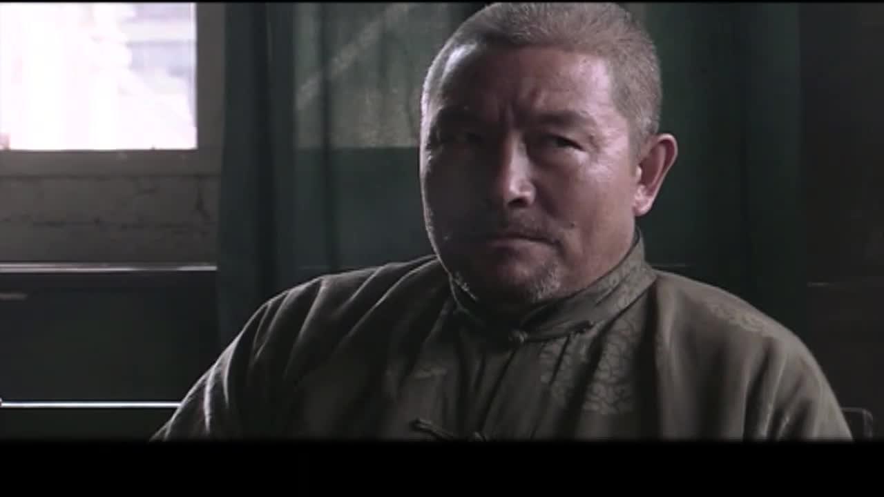 男子劝说刀爷别冲架子了,去给鬼子道歉,而日本人的军长身负重伤