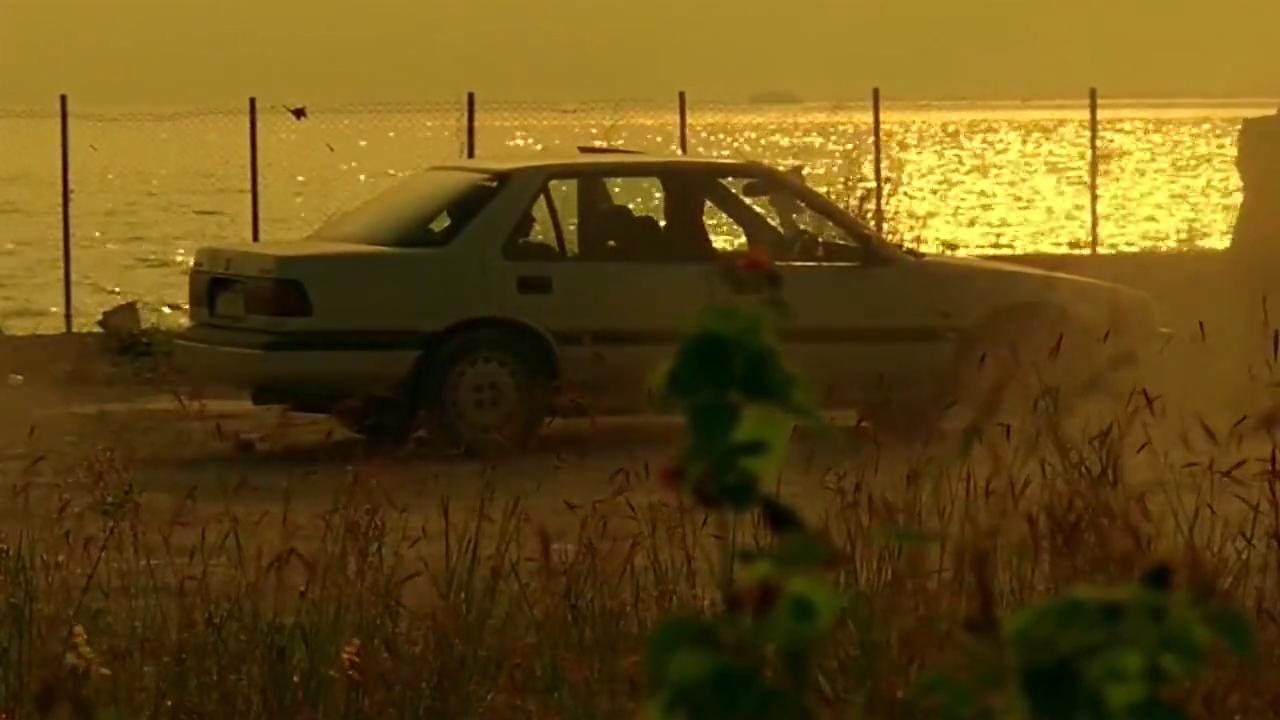 男子刚下车,车里的人就遭遇机枪袭击,居然有一个漏网之鱼!