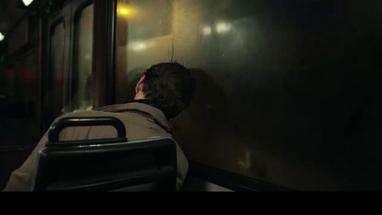 阿洛伊斯:阿洛伊斯公交车醒来发现相机被人偷走