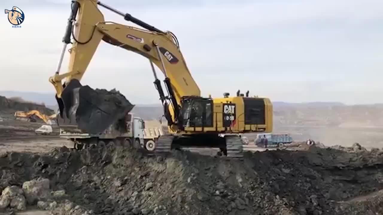 你见过海里的挖掘机吗老外亲自水下施工这操作还是第一次见