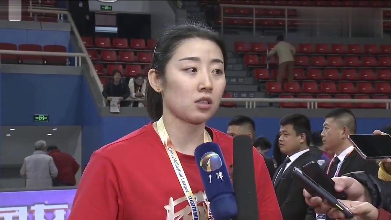 天津女排完胜上海夺冠,听听队长姚笛赛后采访怎么说的?