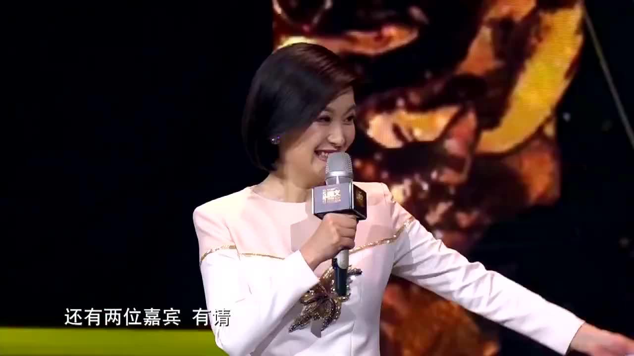 朱一龙的大学老师崔新琴为其颁奖超级品质演员爆料校园趣事