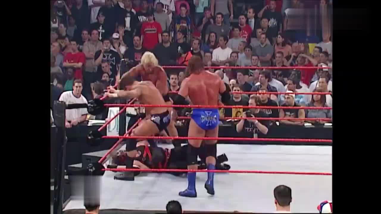 WWE惊悚恶魔凯恩,摘下面具露出恐怖真容锁喉抛摔RVD
