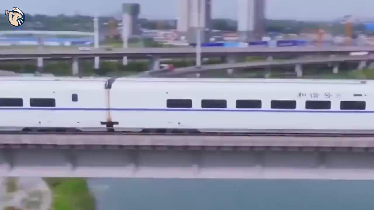中国高铁为什么不走平地非要花千亿修高架桥呢看完恍然大悟