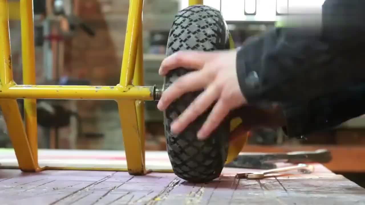能把自行车改成这样的真是天才可以申请专利了