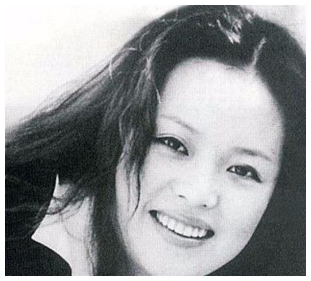 汪峰第一任女友,27岁去世,墓碑长满青草,汪峰和高晓松内疚