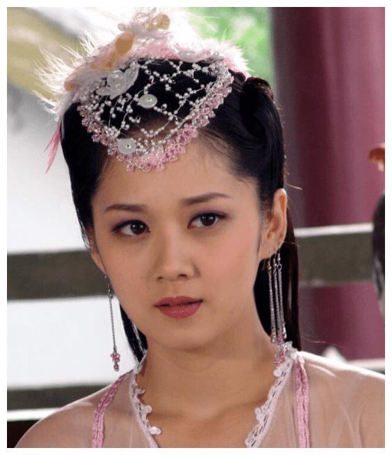 昔日女神张娜拉,现状让人唏嘘,代言了一个奶茶店站台商场