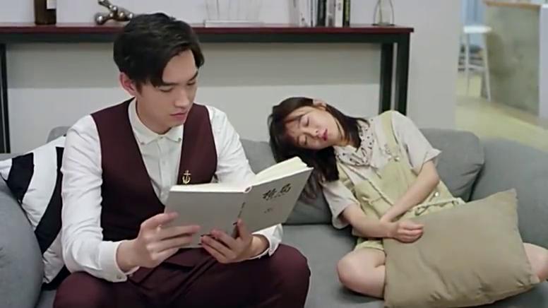 霸道总裁假装睡着,不料灰姑娘偷偷摸总裁头发,太暖了