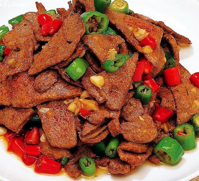 菜谱:爆炒猪肝,腐乳红烧猪蹄,红糖吐司,白菜猪肉炖粉条