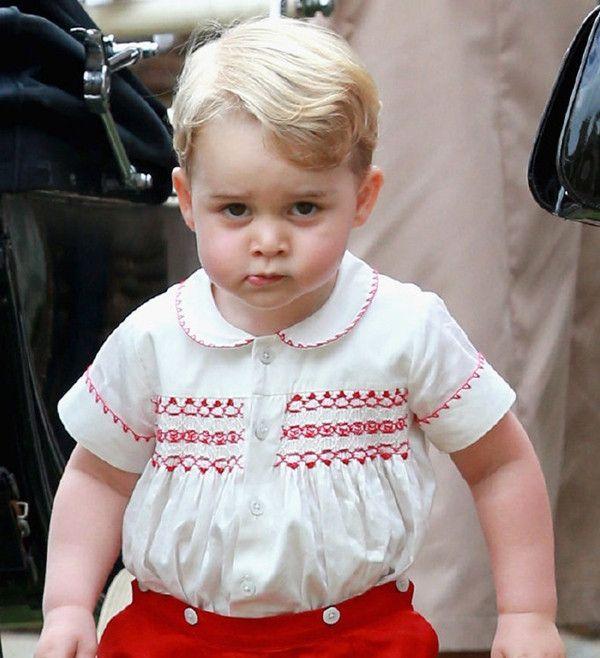 要论英国王室表情包,乔治都不算什么,哈里王子才是真正的表情帝