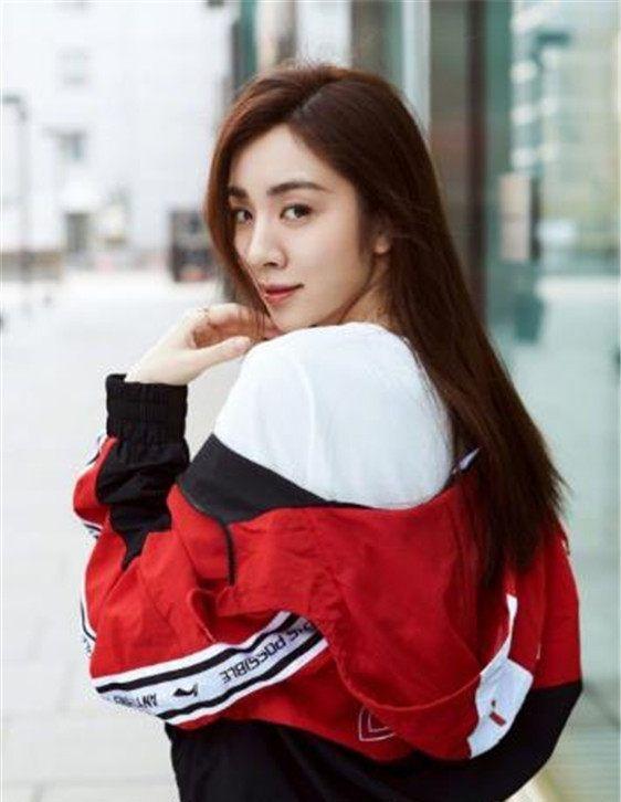 大学同为室友,江疏影红了,王晓晨红了,李金铭红了,只有她除外