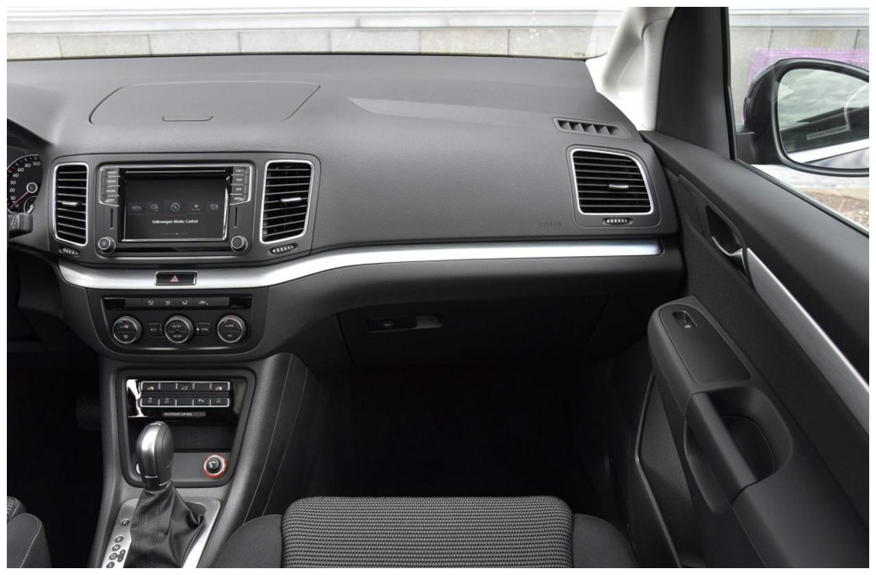 20万级别GL8不是唯一,这车纯进口大众出品,气囊比奥德赛还要多