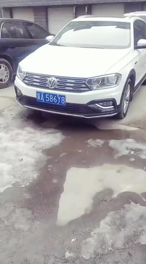 视频:好漂亮的一款白色大众蔚领轿车