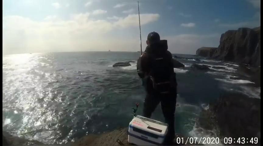 上礁矶钓,钓鱼人这渔获,你觉得满意吗?