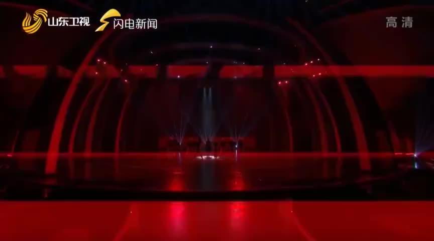 李宇春 山东春晚两曲连唱《流行》台风超稳