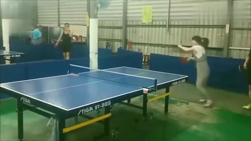 中国好儿媳福原爱,现身球馆陪公公打乒乓球,引围观!