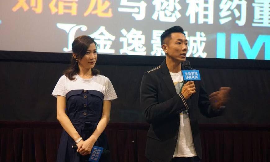 43岁佘诗曼现身重庆魅力十足,脸上的皱纹暴露了年龄!