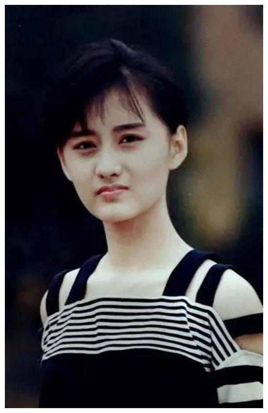 琼瑶等她长大演女主角,赵薇的小燕子角色是她的,30岁长相突变