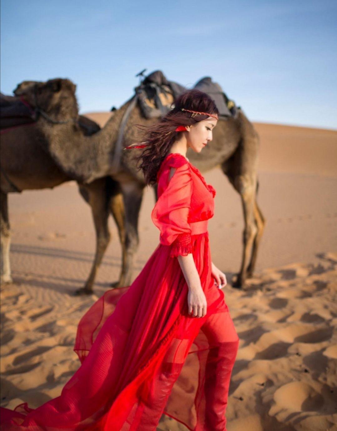 摩洛哥撒哈拉大沙漠 美女骆驼演绎异域风情
