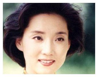 她是中国最朴实的新闻播音员,观众对其高度赞扬,一生主持零失误