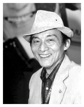 他6岁皈依佛门,52岁演戏成名,76岁出家,87岁拍视频赚千万粉丝
