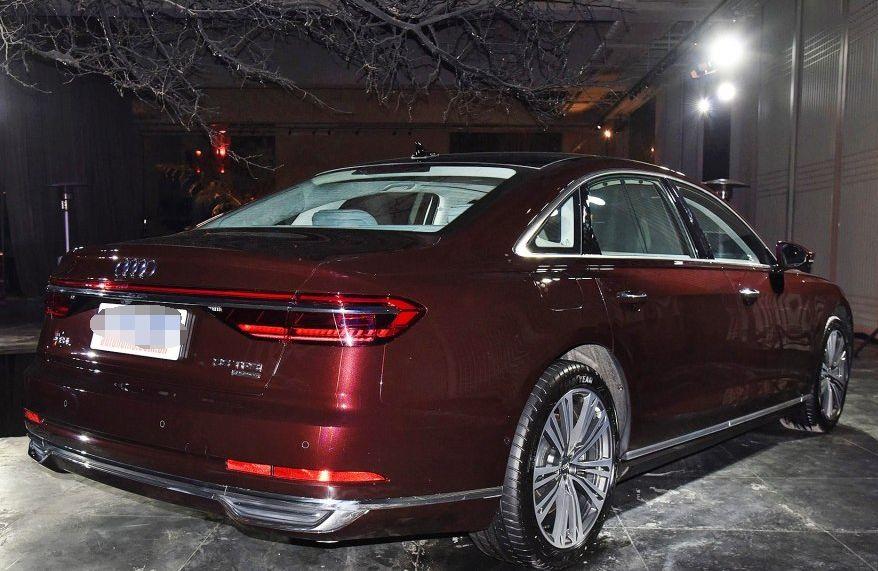 奥迪A8外观运动时尚,车型设计独特,乘坐质感优秀